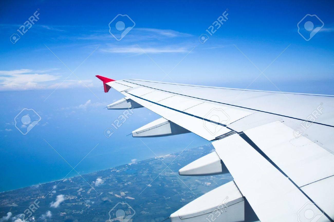 Blick Aus Dem Flugzeug Flugzeug Tragfläche Im Flug Lizenzfreie Fotos