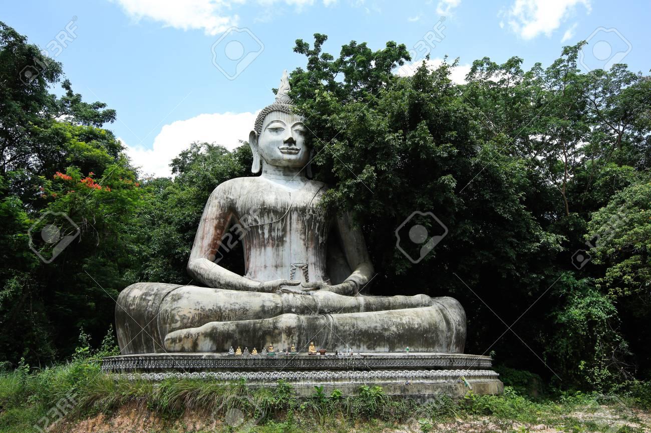Buddha statue Stock Photo - 20353895