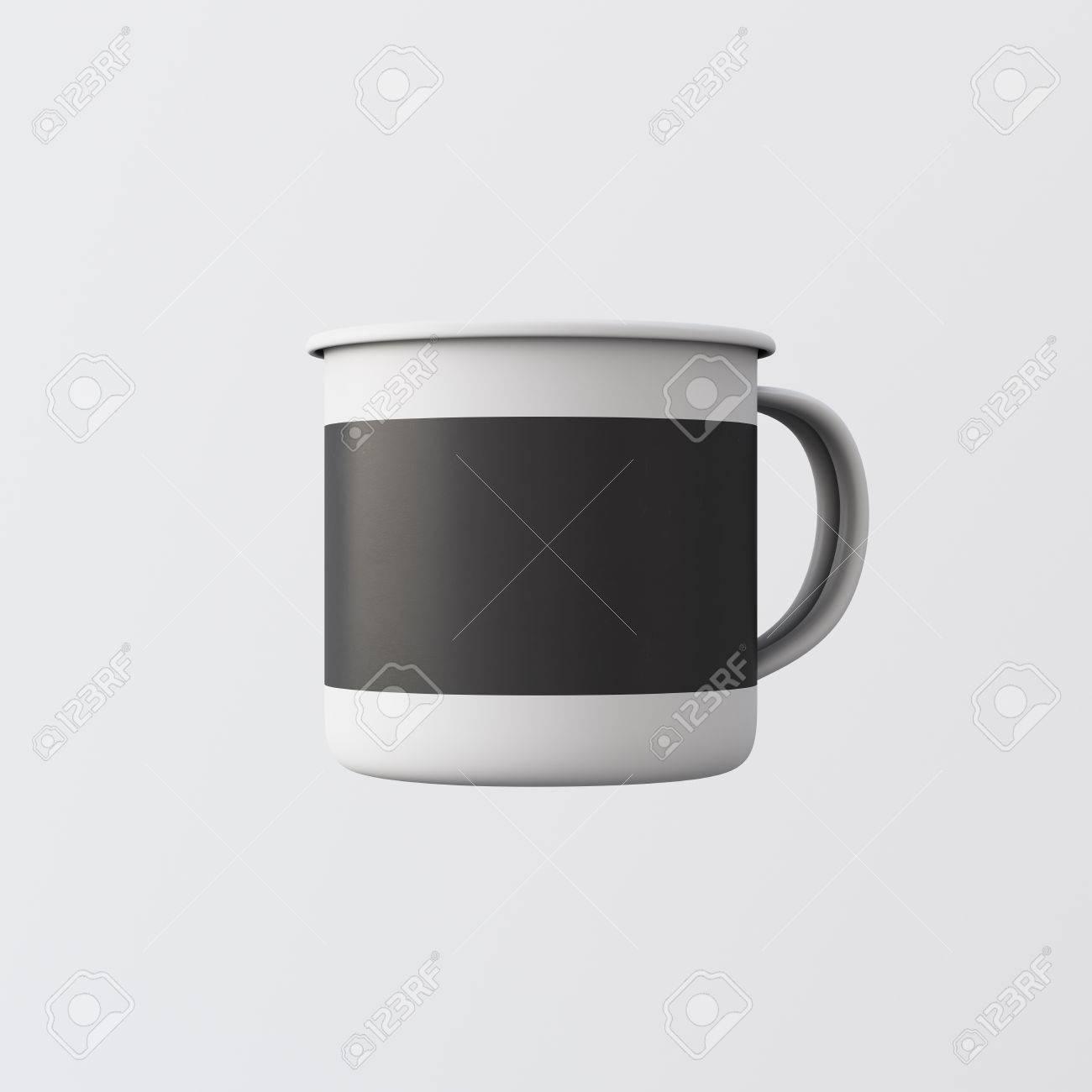 une tasse de thé chaud en métal couleur blanc gris blanc isolé fond