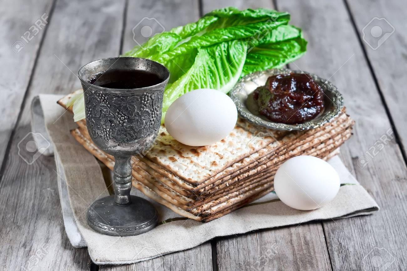 Wine, egg, bitter salad leaves, matzot and haroset - traditional jewish passover celebration elements. - 38625968