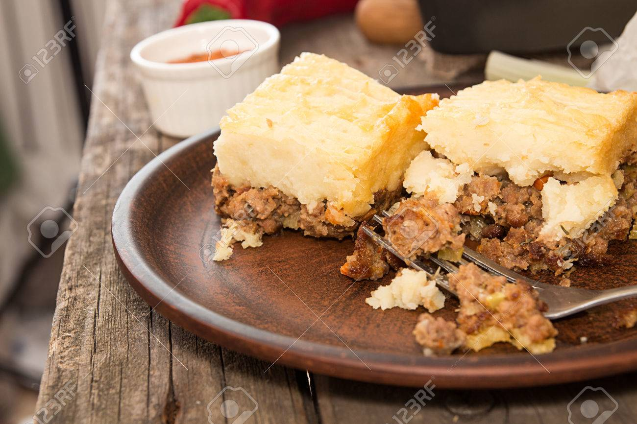 Shepherdu0027s pie traditional english dish. Pie on plate. Recipe with minced beef lamb & Shepherdu0027s Pie Traditional English Dish. Pie On Plate. Recipe ...