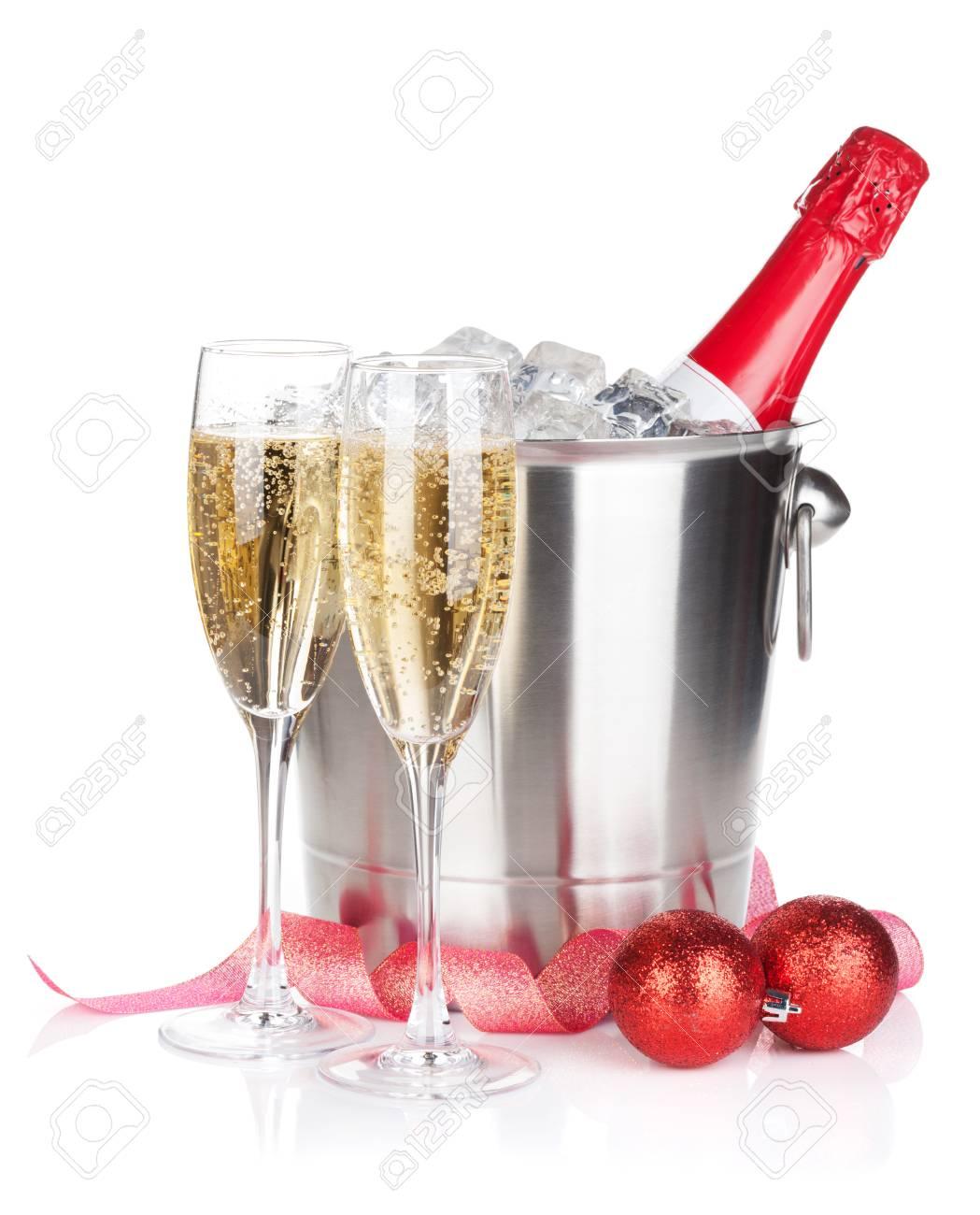 Champagner-Flasche Im Eiskübel, Zwei Gläser Und Weihnachtsdekor ...