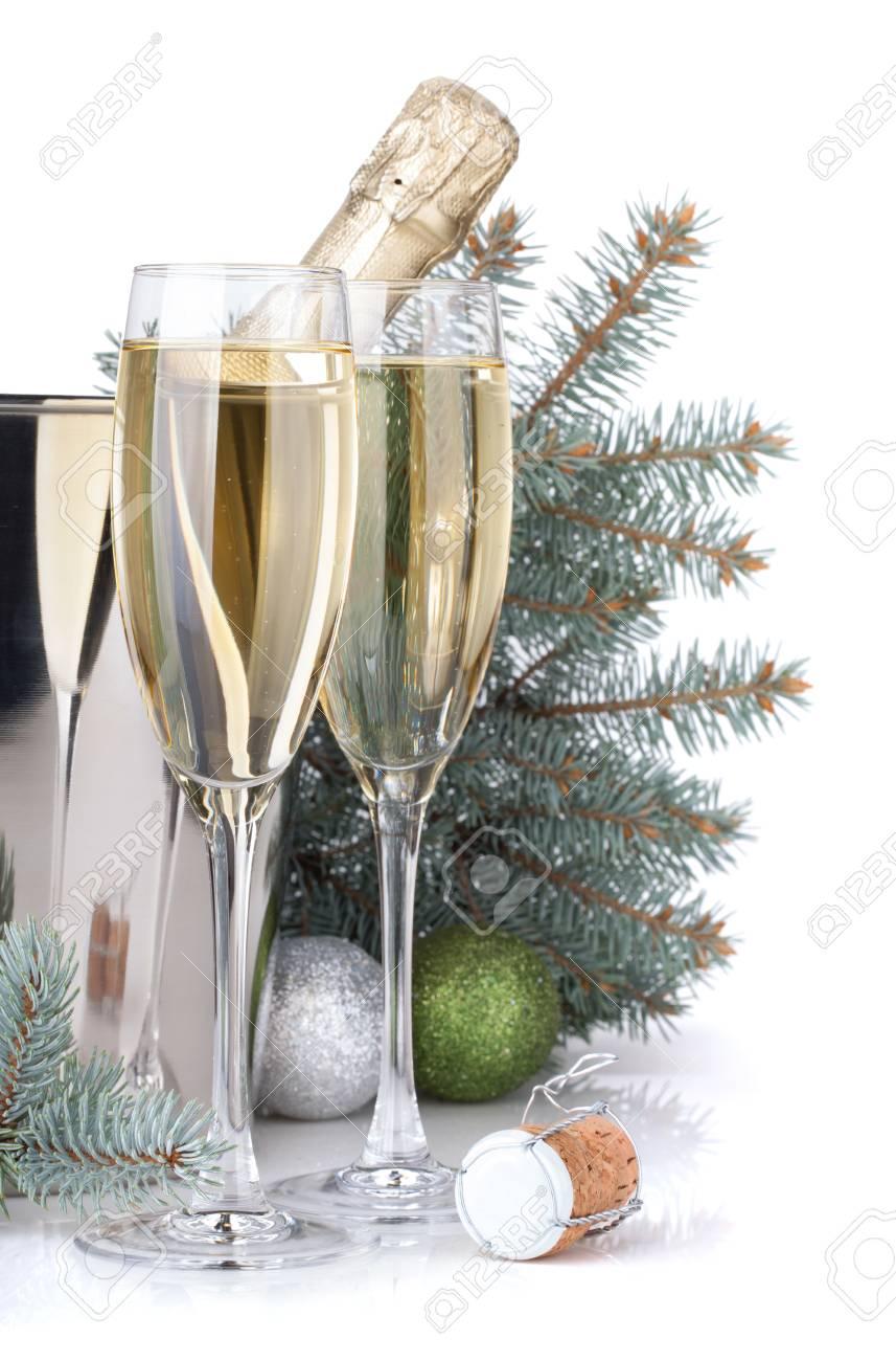 Champagne, Blau Tanne Und Weihnachtsdekor. Isoliert Auf Weißem ...