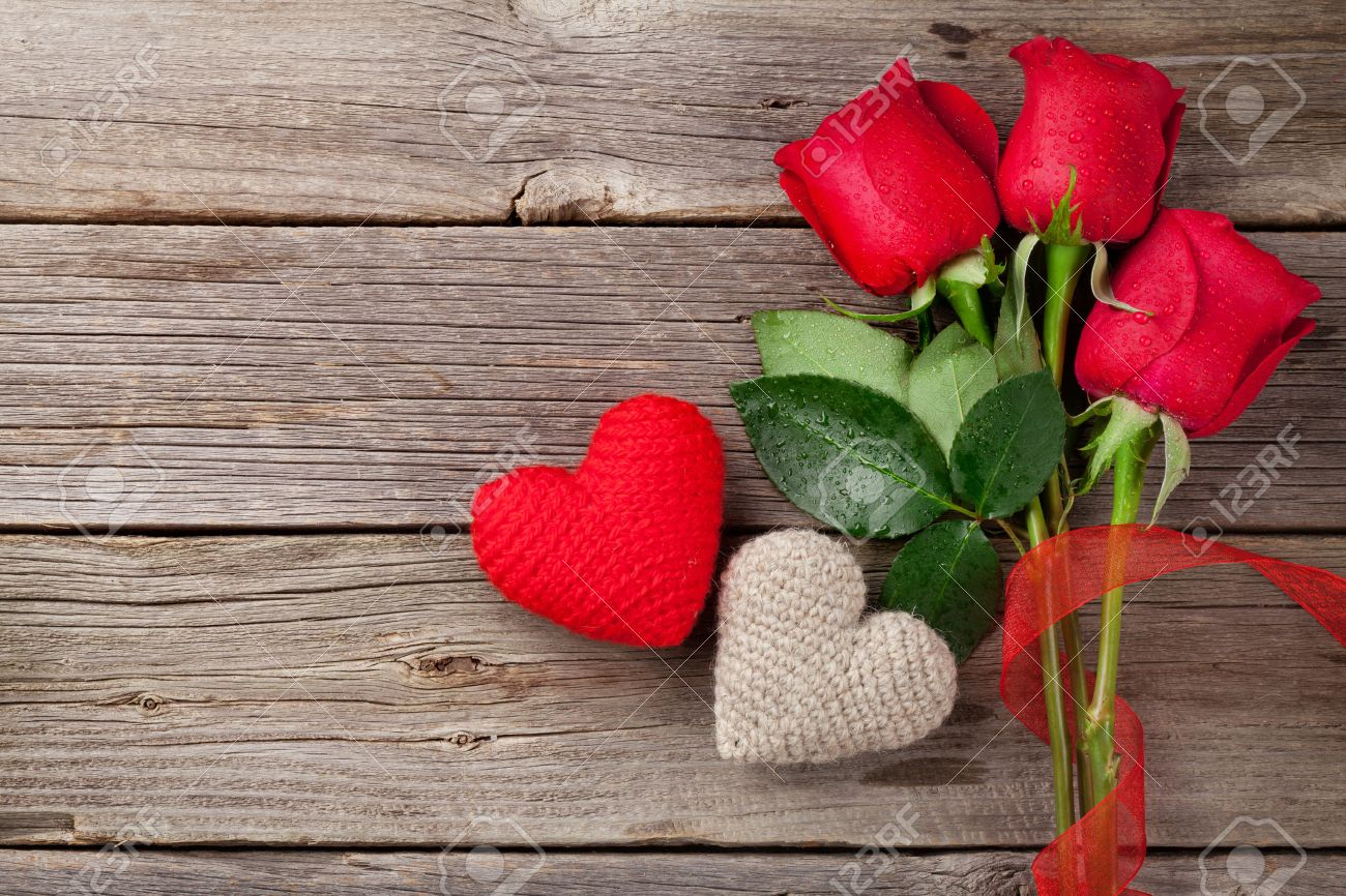 red roses and valentine u0027s day hearts on wooden background top