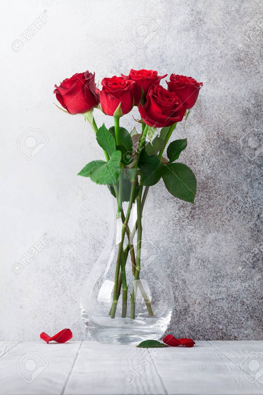 Red rose flowers bouquet in front of stone wall - 115254898