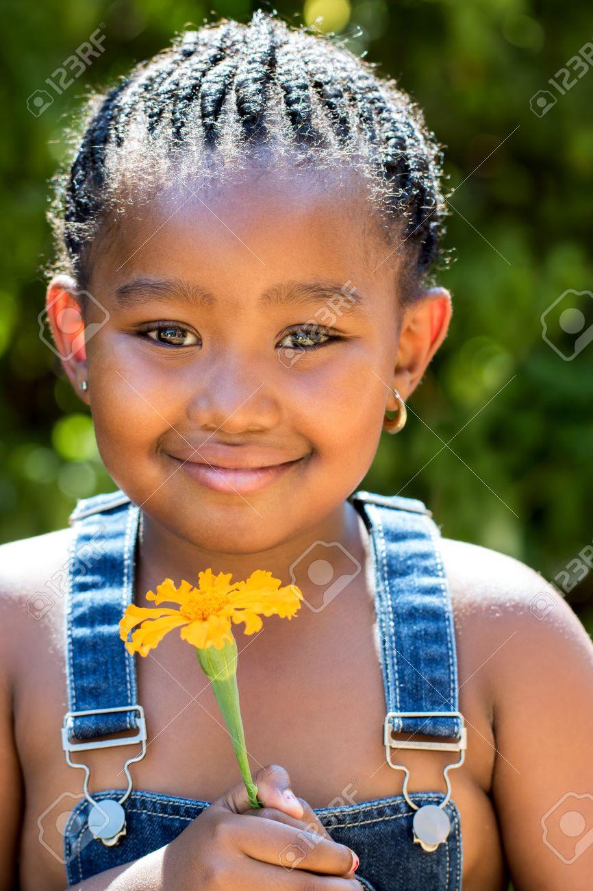 Coiffure De Petite Fille concernant close up portrait de petite fille mignonne africain avec coiffure