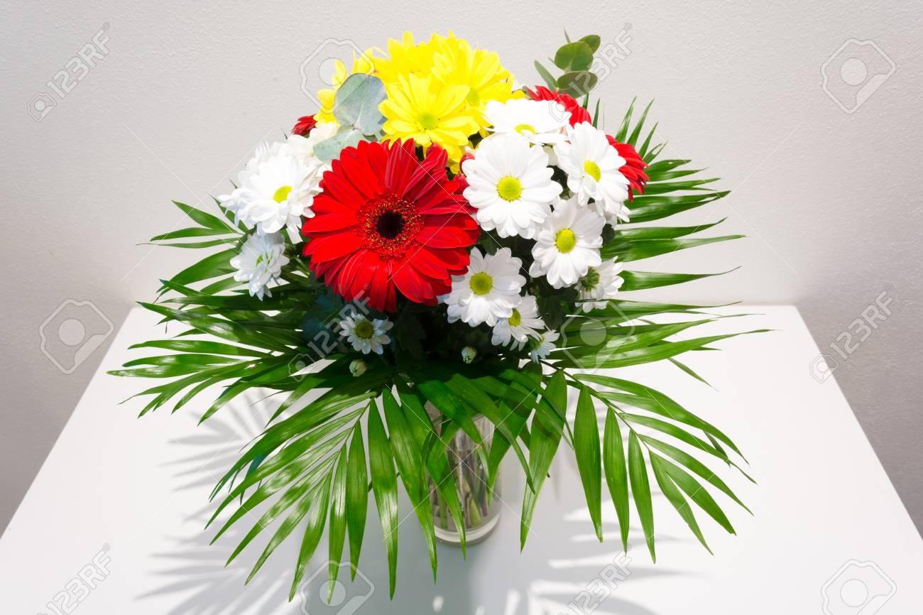 Ein Grosser Blumenstrauss Der Liebe Blumenstrauss Aus Gerbera Und