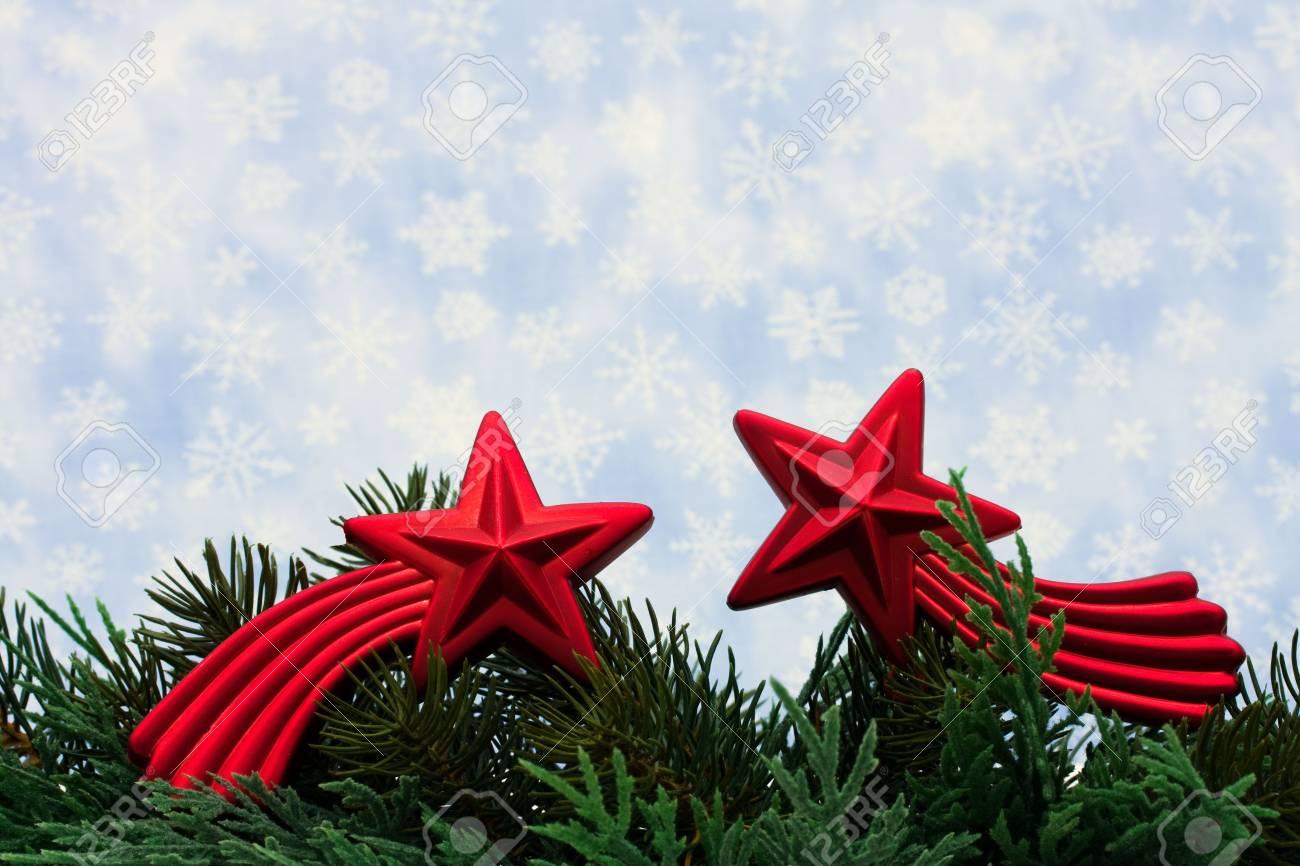 Weihnachtsbaum Gliedmaßen Mit Rote Sterne Glas Ornament Auf ...