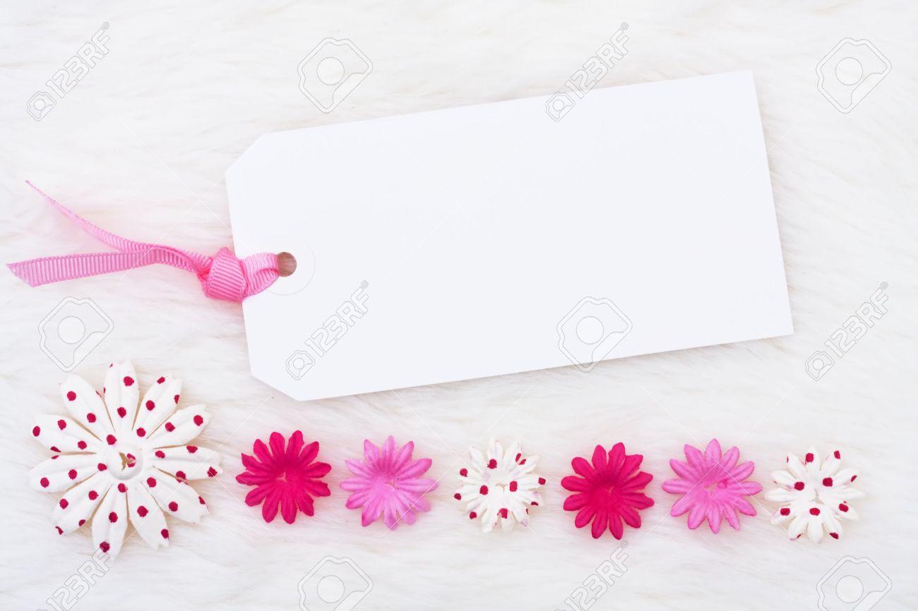 Ein Rosa Blüten Machen Einen Rahmen Auf Einen Weißen Hintergrund ...