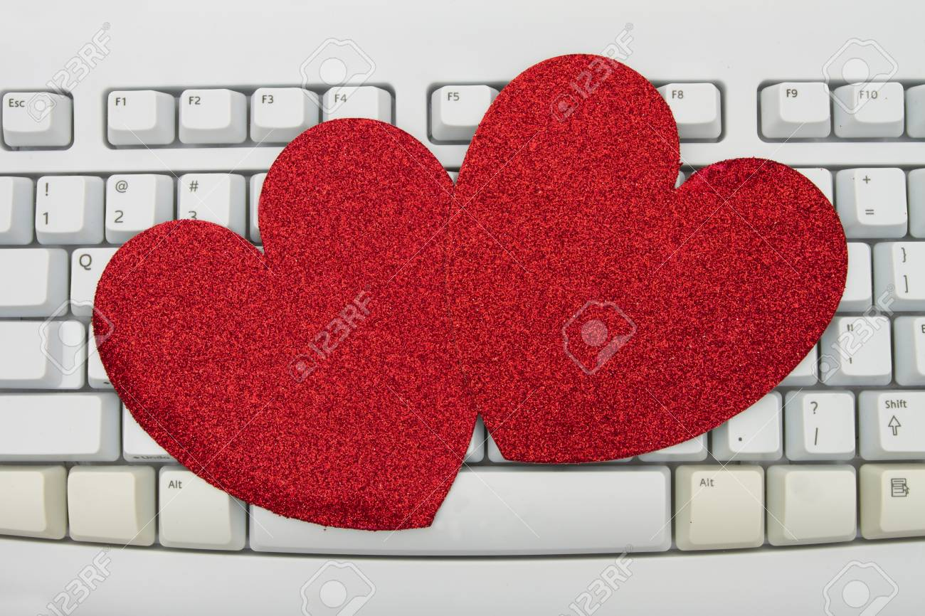 Computer keyboard keys with blank hearts with copy space, Online Dating Stock Photo - 20357368