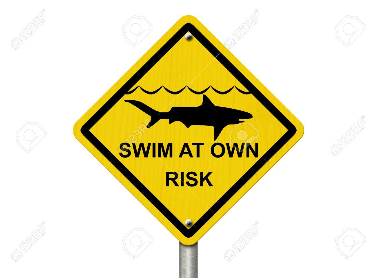 ein warnzeichen auf weiß mit hai-symbol und wörter schwimmen auf