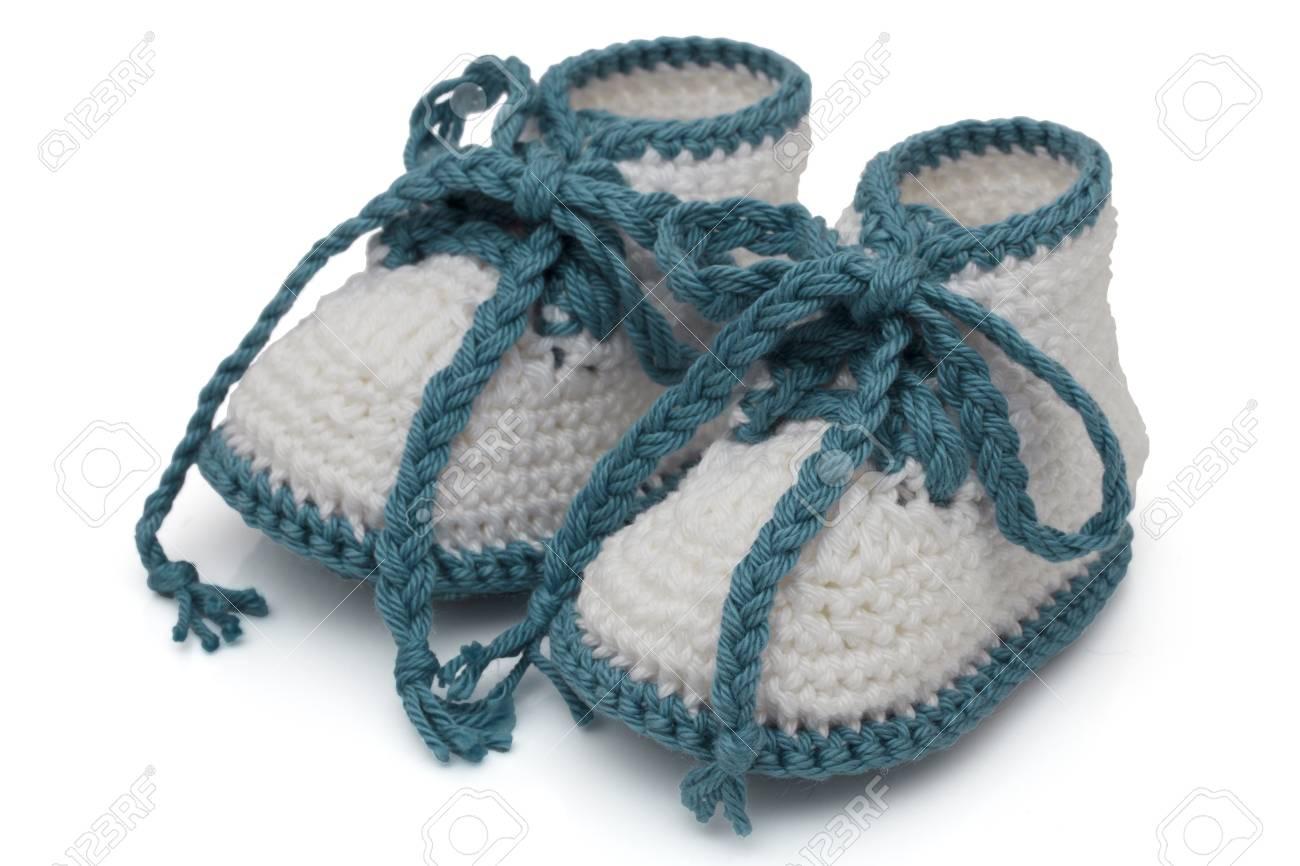 code promo 3cffe 8950d Turquoise et blanc crochet chaussons bébé isolé sur blanc, bottillons de  bébés faits à la main