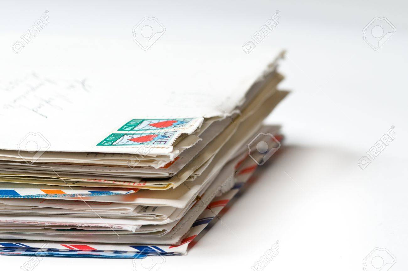)))Continuará...((( 8525614-Pila-de-cartas-de-amor-con-foco-en-la-parte-delantera-Foto-de-archivo