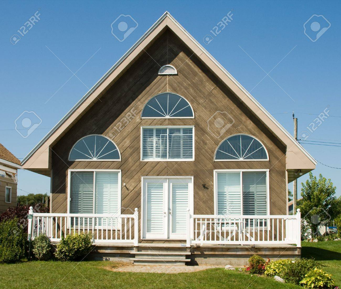 summer vacation on a lake in a small cottage Stock Photo - 3805034