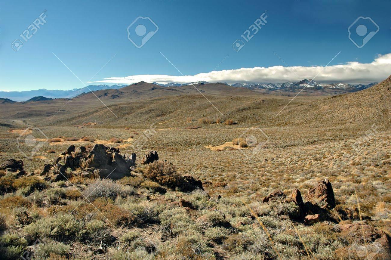 617987-the-desert-on-the-eastern-slopes-of-the-sierra-nevada-mountain-range-in-california.jpg