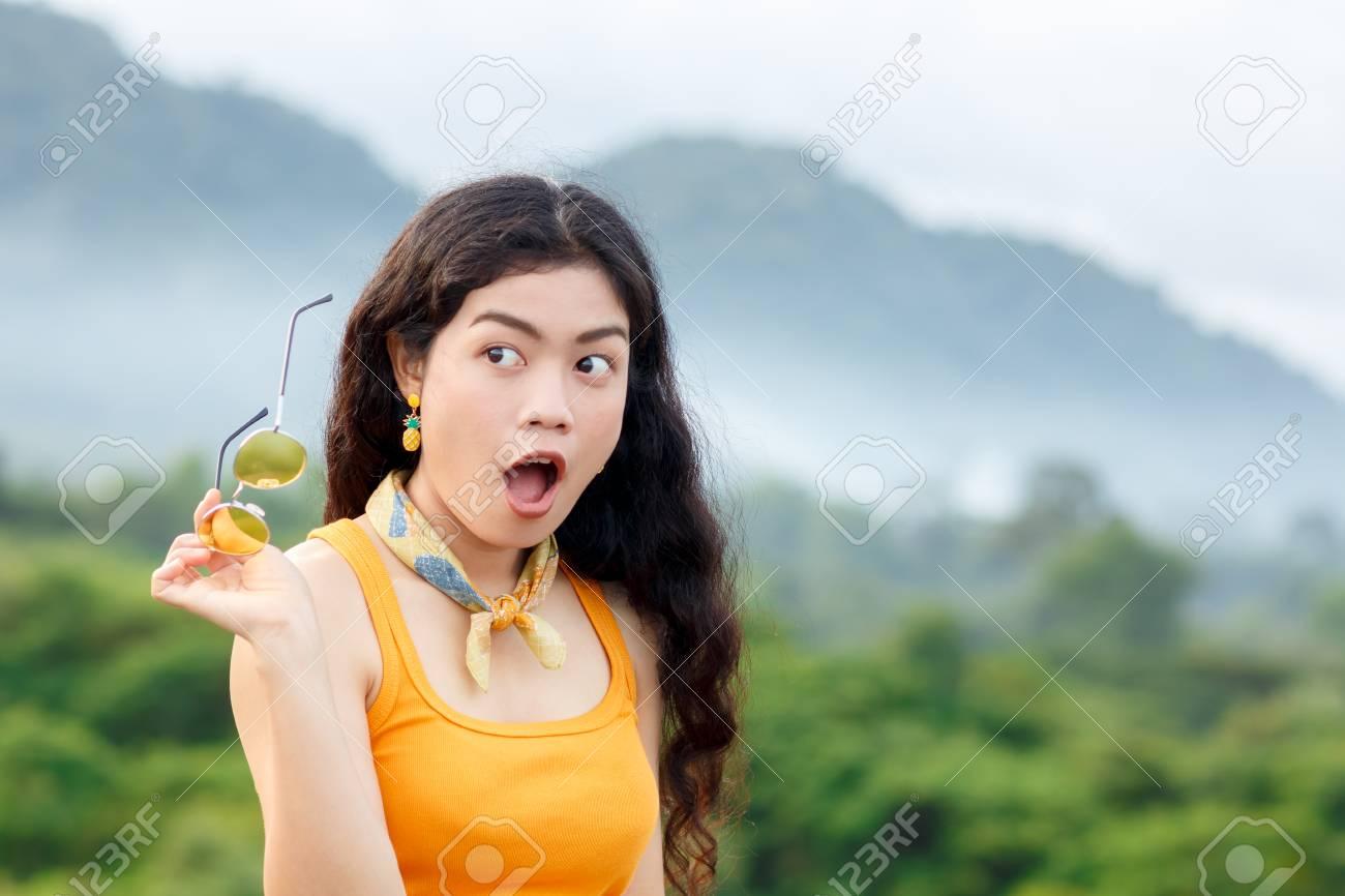 asiatische mit gelben haaren