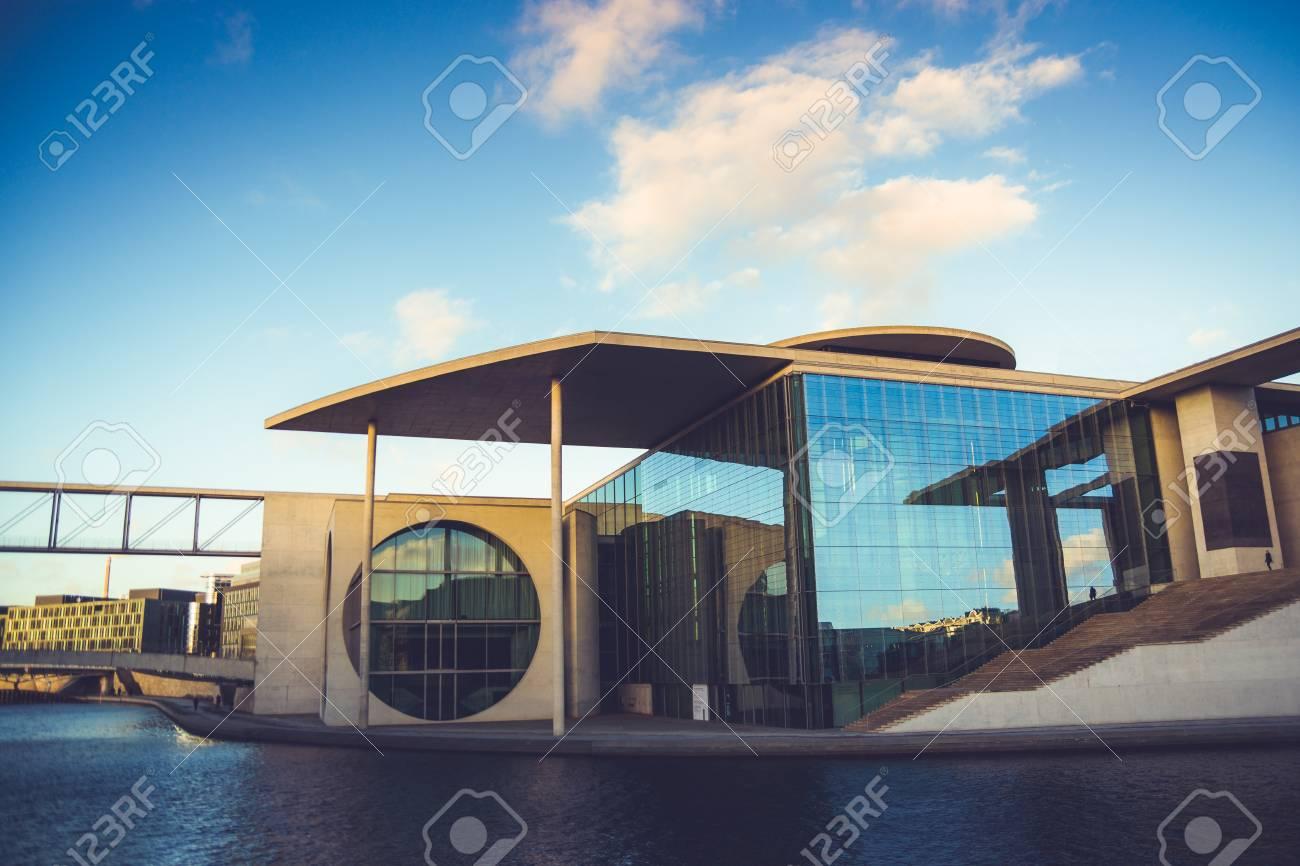 Die Schone Moderne Architektur Des Bundes Kanzleramtes In Berlin