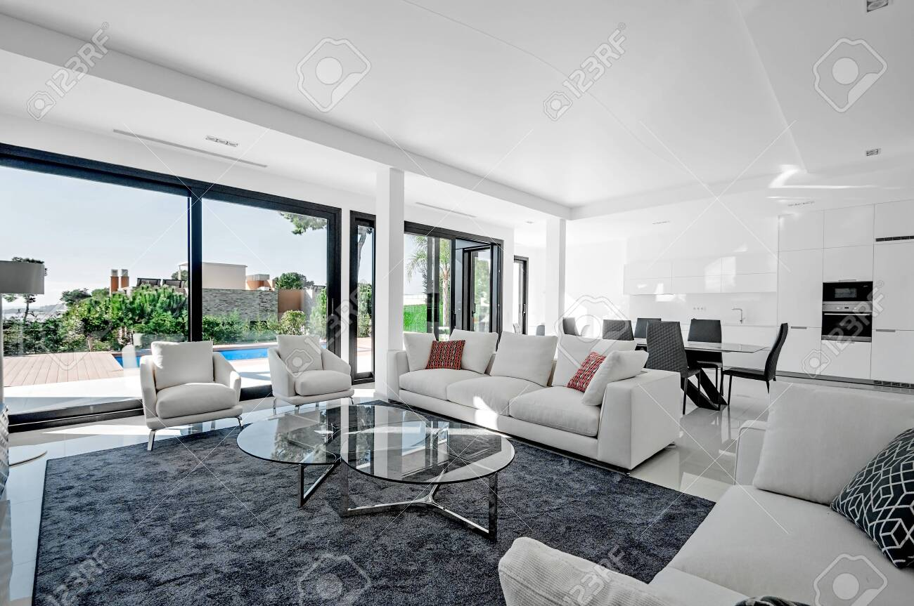 Luxurious and modern living room, dining with large windows with access to the pool. . Luxurious furniture, sofa, table and chairs. - 147589718