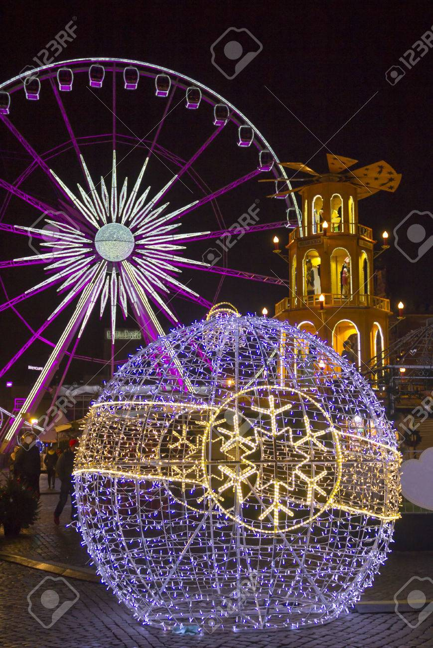 gdansk poland december 3 2016 illuminated ferris wheel and holiday decorations at