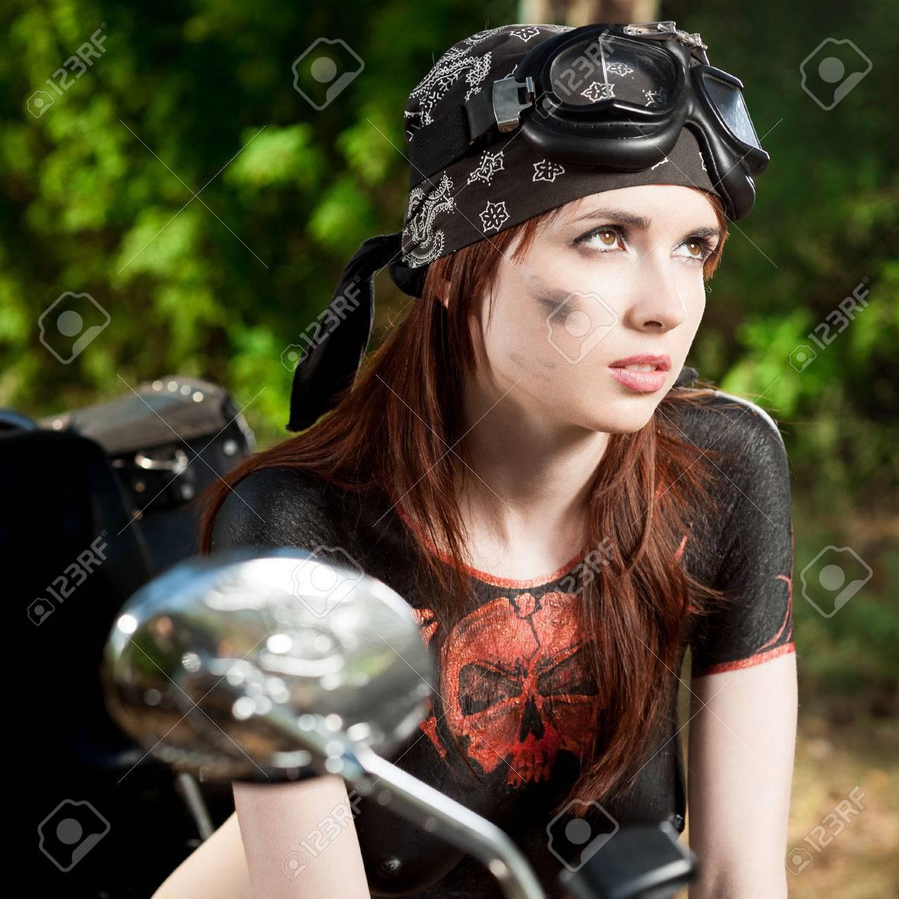Сексуальная девушка и мотоцикл 17 фотография