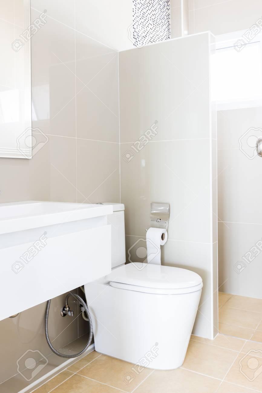 Moderne Design Hause Bad WC Und Waschbecken Weiße Colur ...