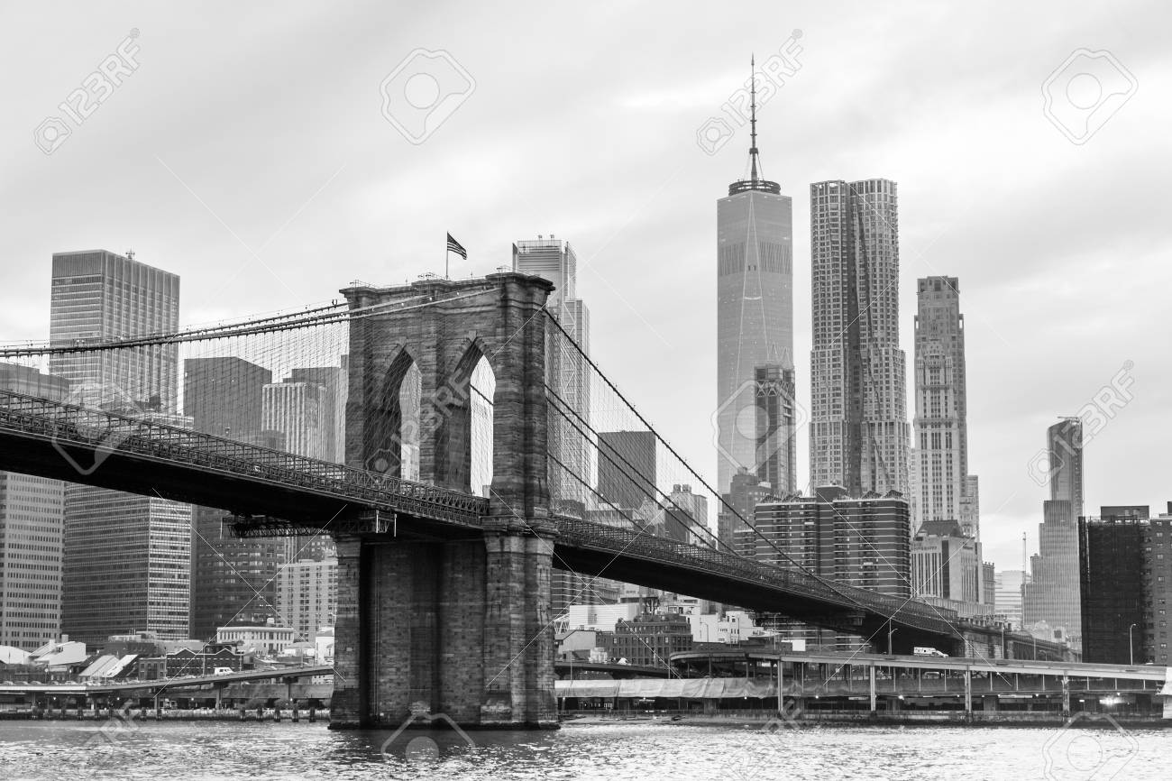 Brooklyn bridge and manhattan skyline in black and white new
