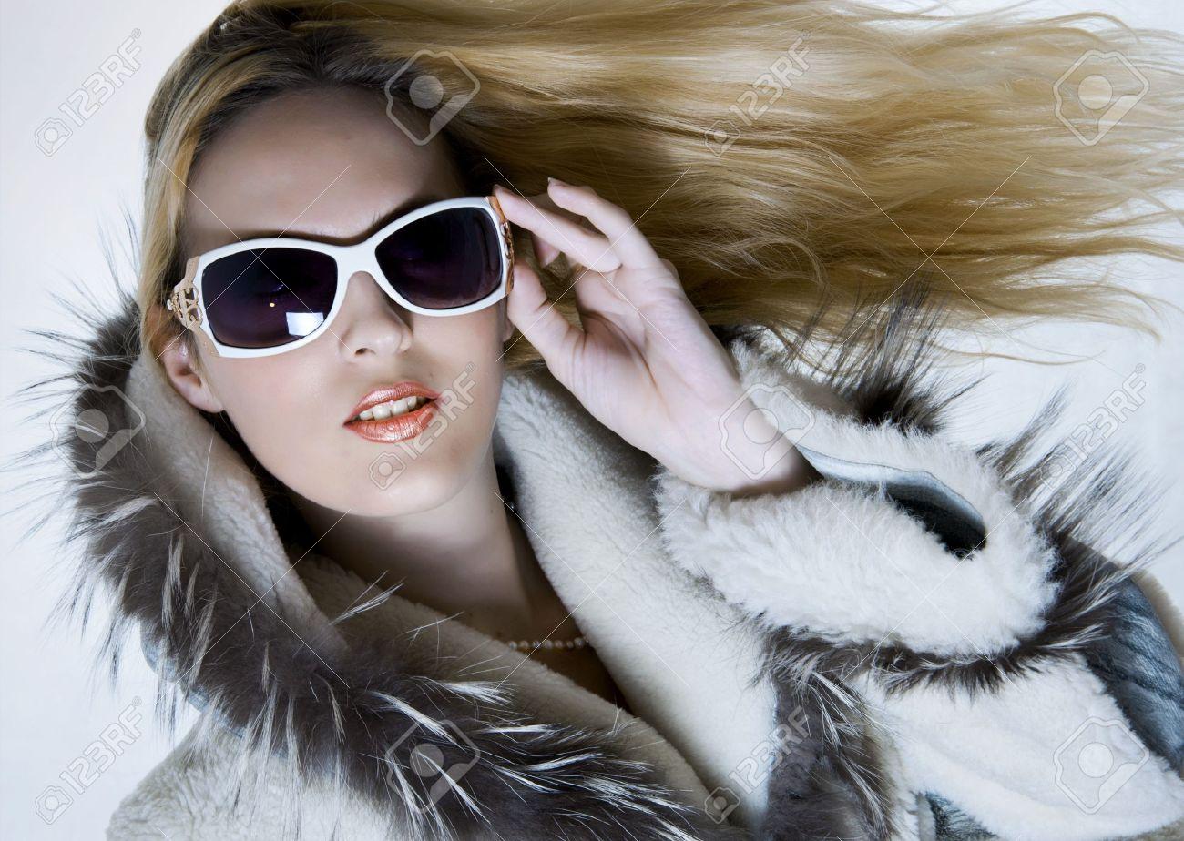 Фото блондинак в шубке 1 фотография