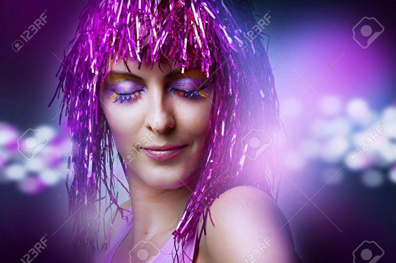 Retrato De La Moda Modelo Femenino Con El Baile Brillante Maquillaje ...