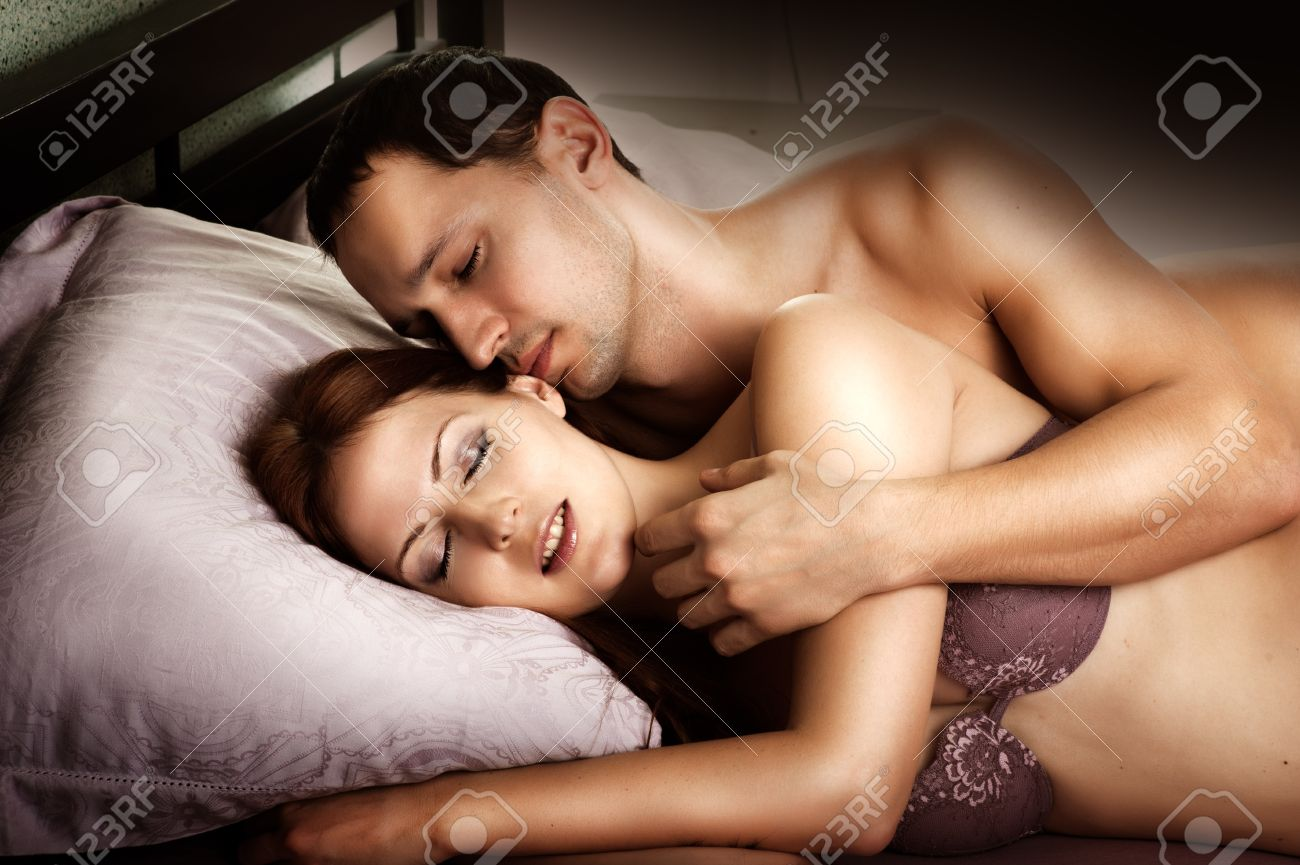 Sexy couple images in bed