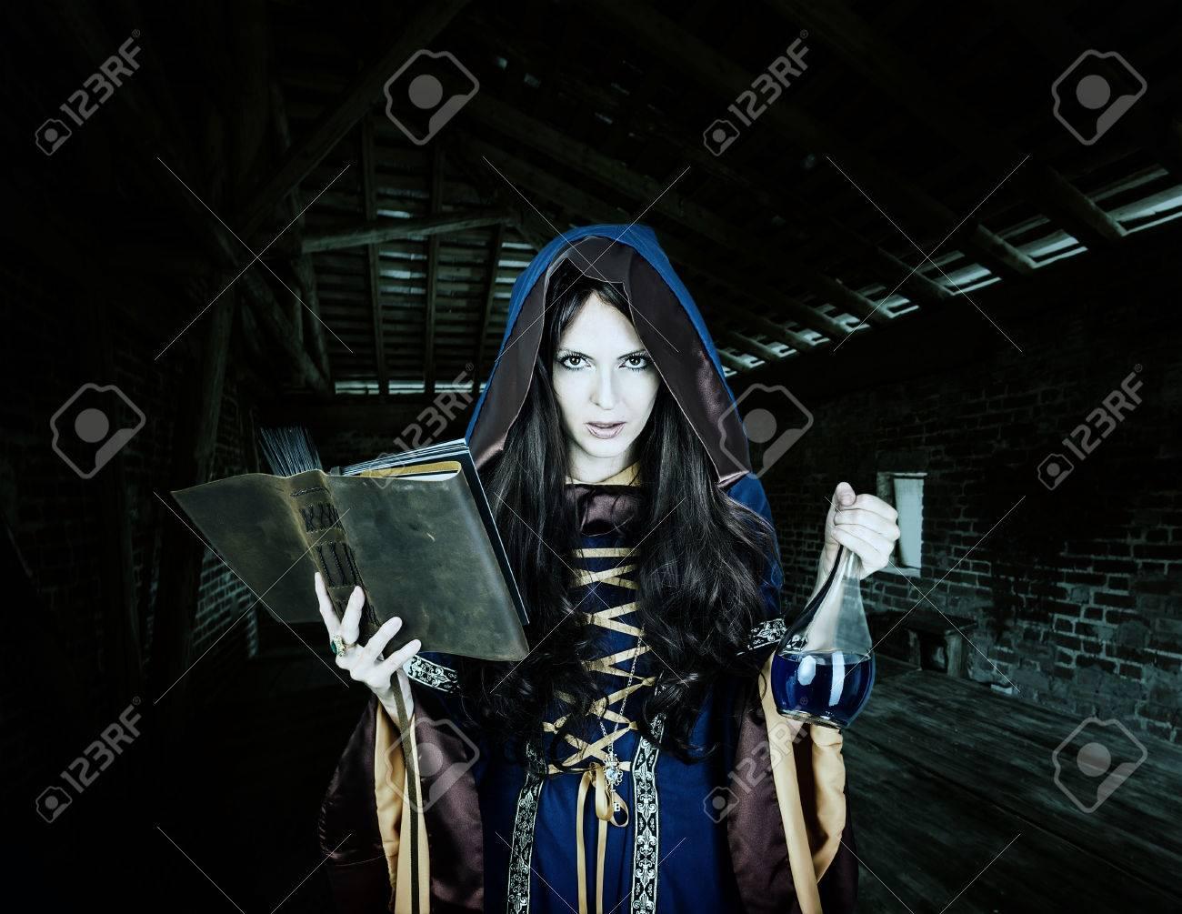 La Vêtu Robe Belle Halloween Sorcière Jeune Vintage Gothique De vWccq6gT