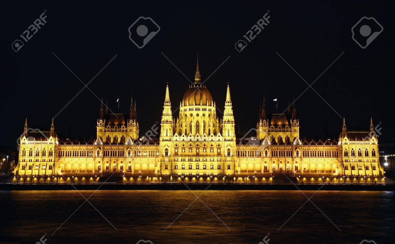 Hungarian National Parliament Building at night, Budapest, Hungary Stock Photo - 13110341