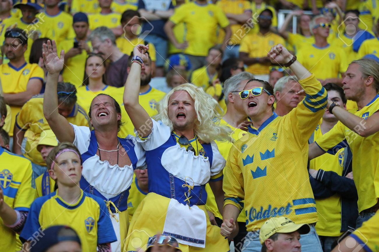 58864905-nice-france-june-22-2016-swedish-fans-show-their-support-during-the-uefa-euro-2016-game-sweden-v-bel.jpg