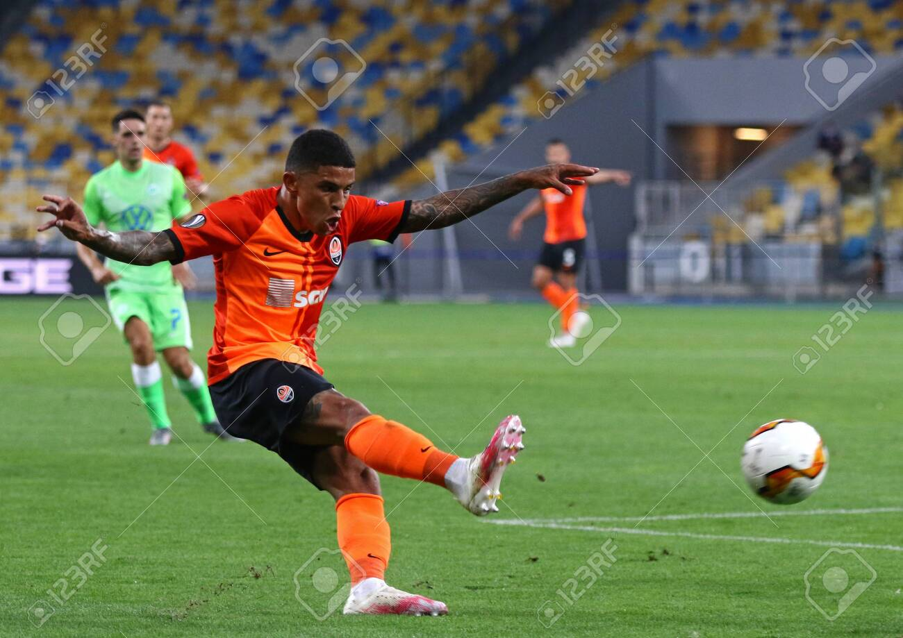 kyiv ukraine august 5 2020 dodo of shakhtar donetsk kicks stock photo picture and royalty free image image 153232253 kyiv ukraine august 5 2020 dodo of shakhtar donetsk kicks stock photo picture and royalty free image image 153232253
