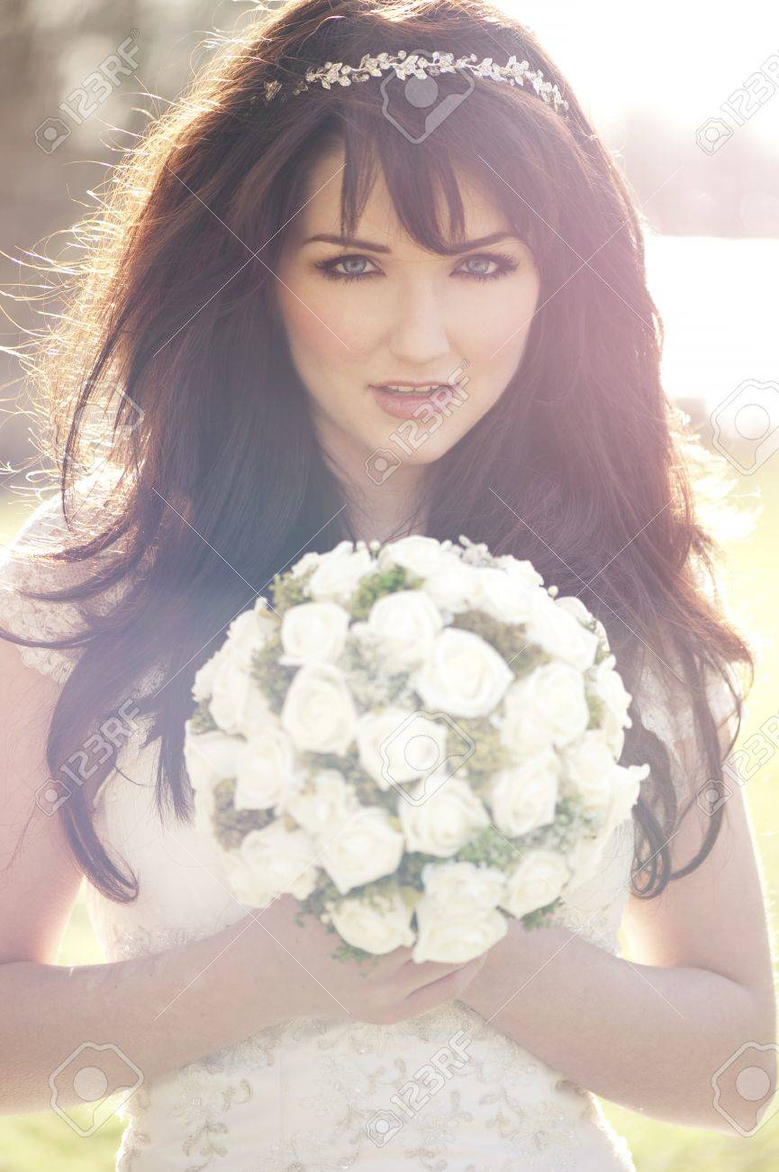 A beautiful bride outdoors. Vintage effect. Stock Photo - 13162347