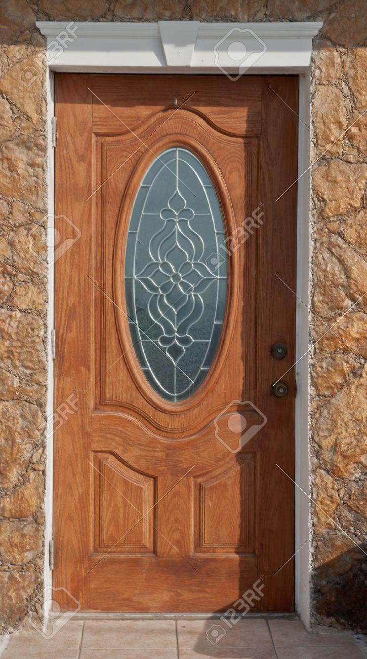 ornamentada puerta principal de madera con ventana de cristal ajuste blanco y fachada de ladrillo with puerta principal de madera