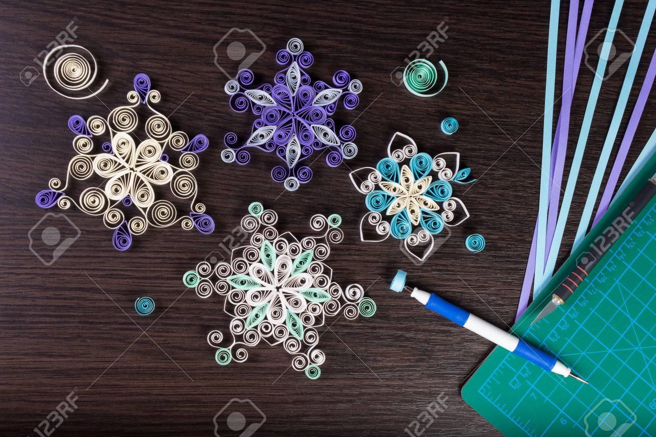 Büttenpapier Schneeflocken Mit Werkzeugen Für Quilling