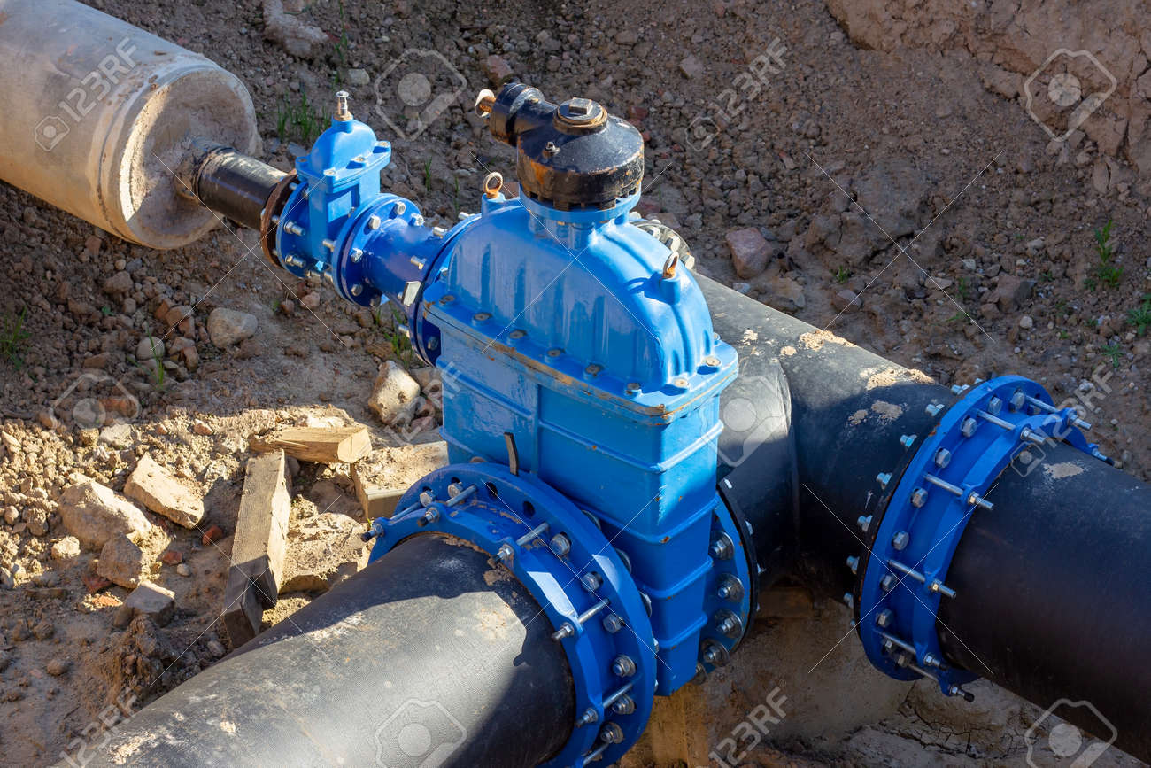 Connection of the construction of main city water blue supply pipeline. - 155027319