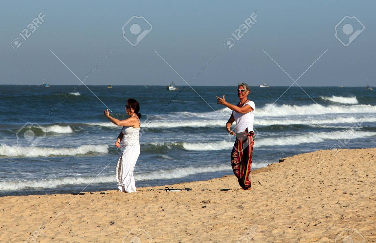 2014 European Women Are Beaches With People