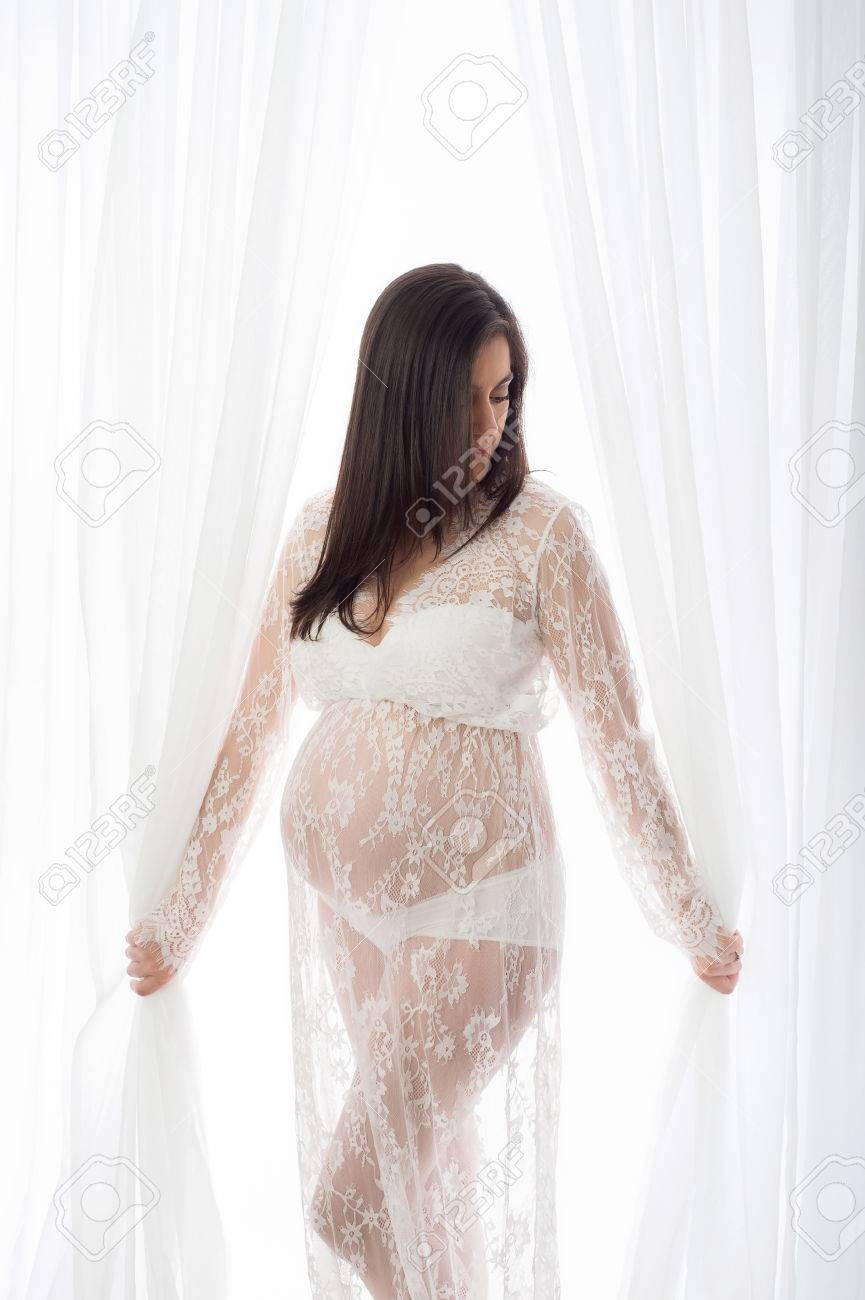 Embarazada encaje un de retrato una bella vestido con Nm8nv0w mujer de de JKF13Tlc