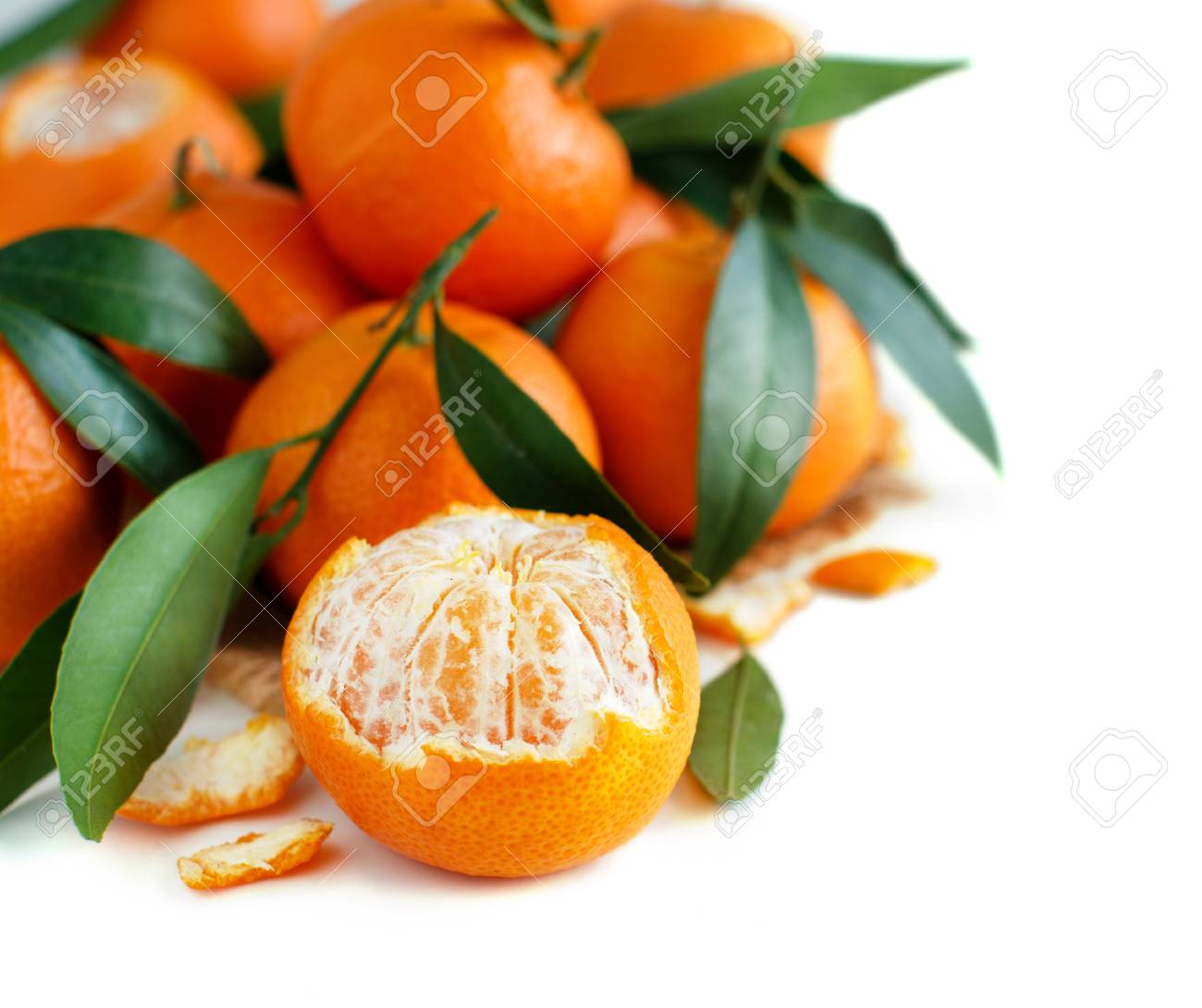 Mandarins with leaves on a white background close up Archivio Fotografico - 73184941
