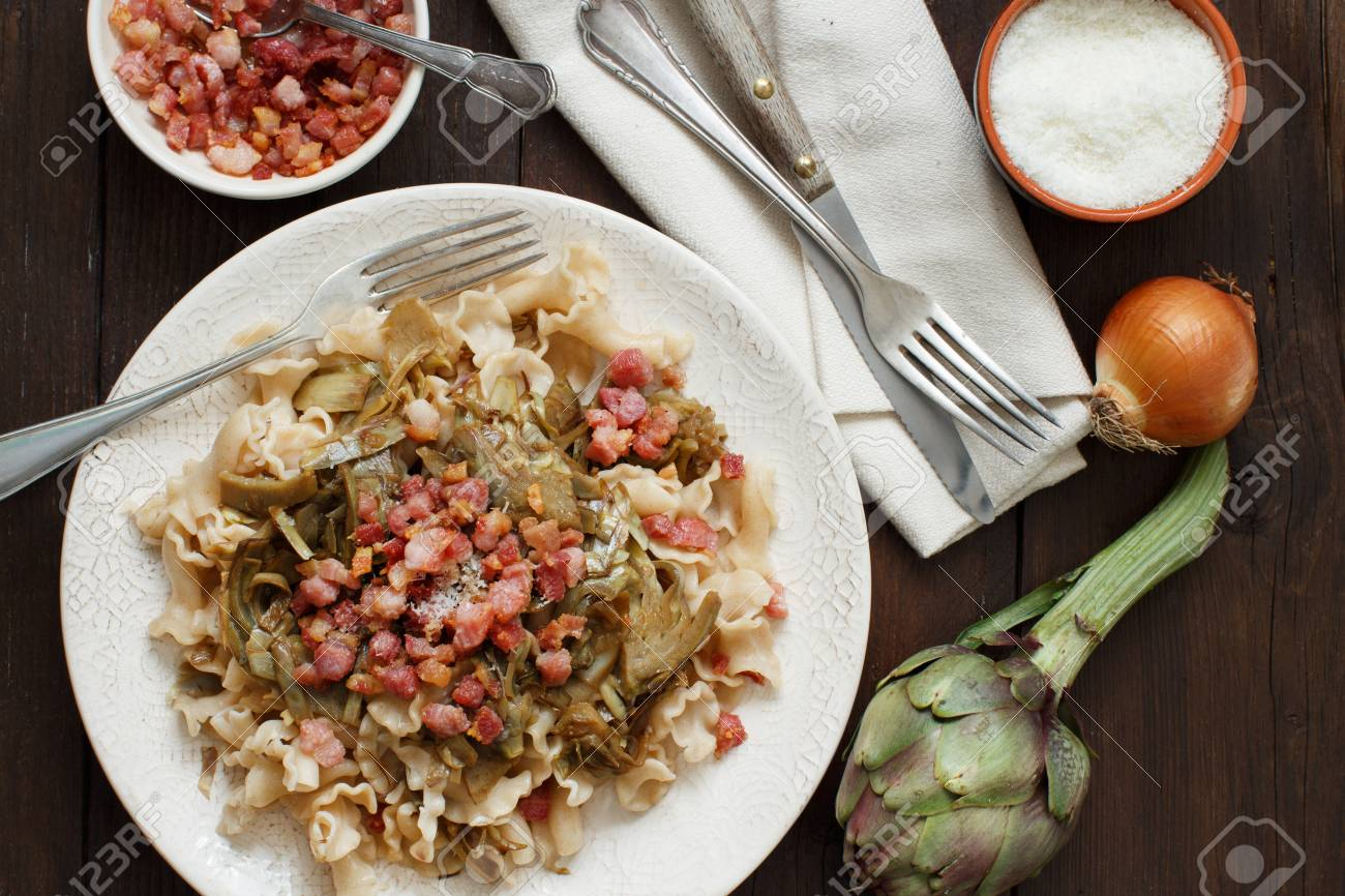 Pasta with artichokes and bacon with ingredients top view Archivio Fotografico - 73351475