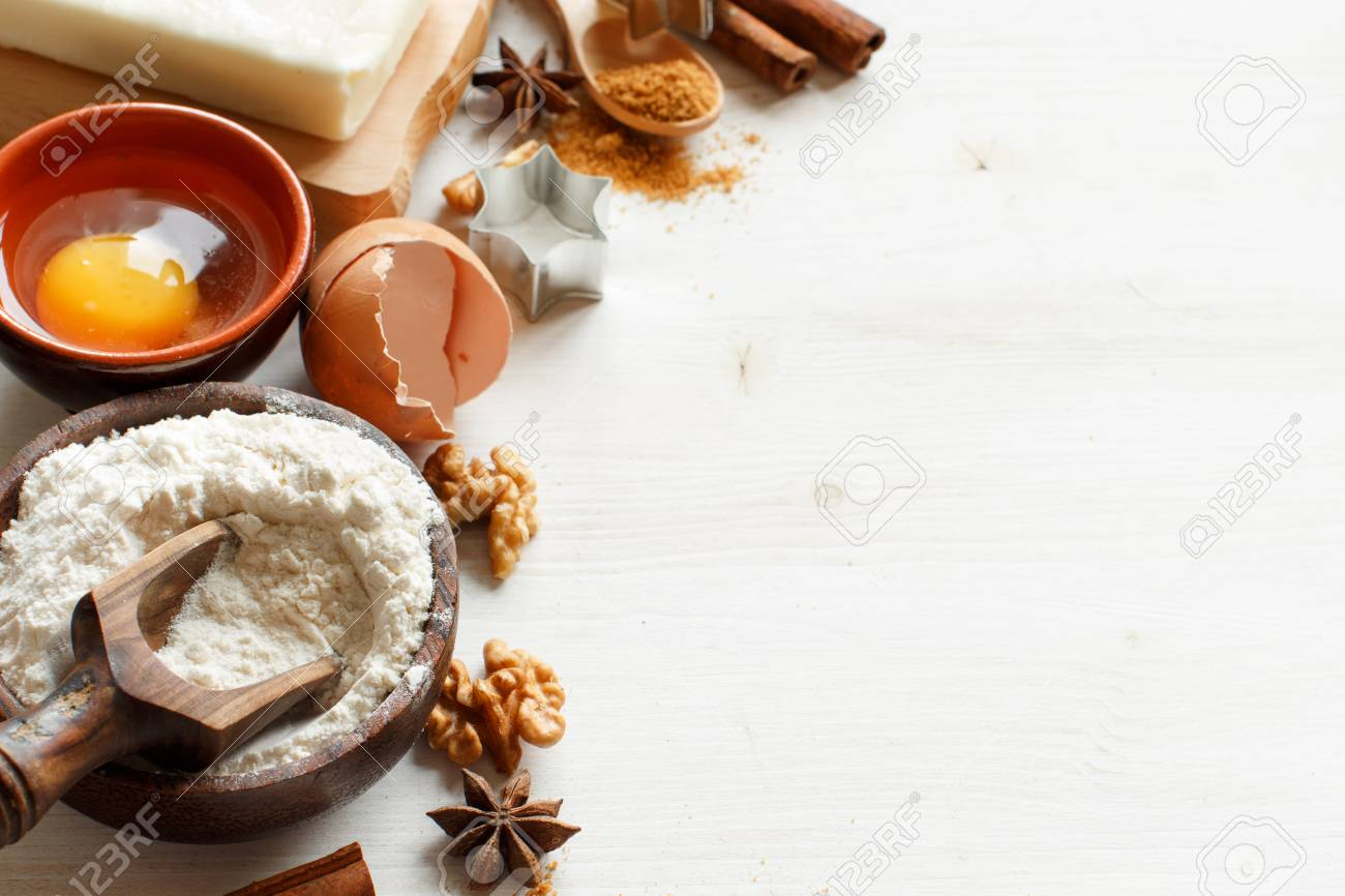 Ingredients and utensils for baking on a wooden background Archivio Fotografico - 73423088