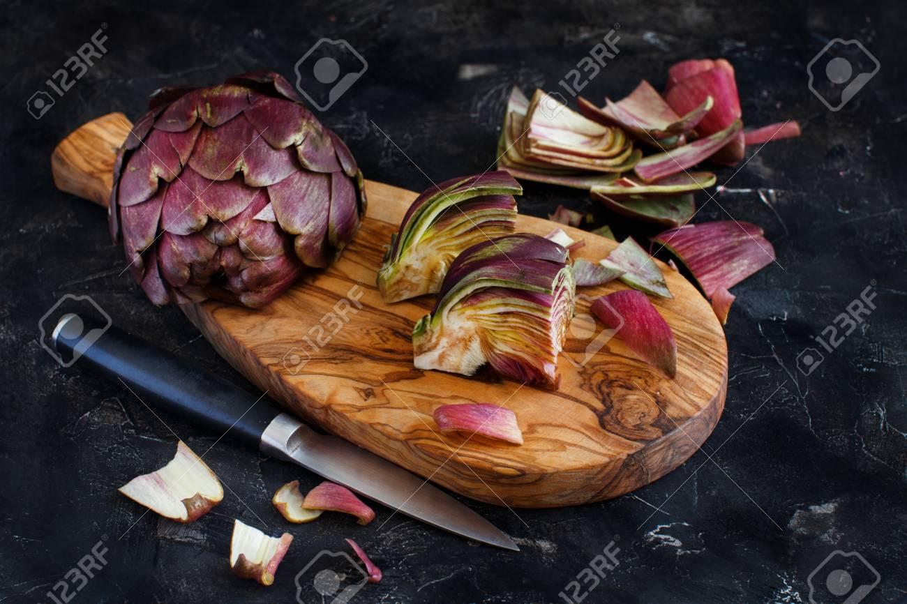 Roman Artichokes on a wooden board with knife Archivio Fotografico - 73351469