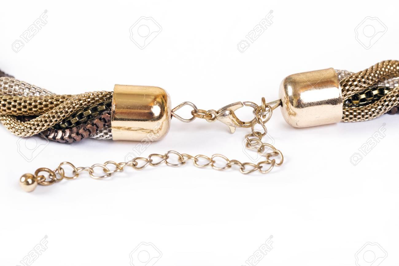 ff9e44e0a96 Banque d images - Collier sur un fond blanc. Bijouterie. Accessoires pour  femmes. Bijoux précieux. Prise de vue macro