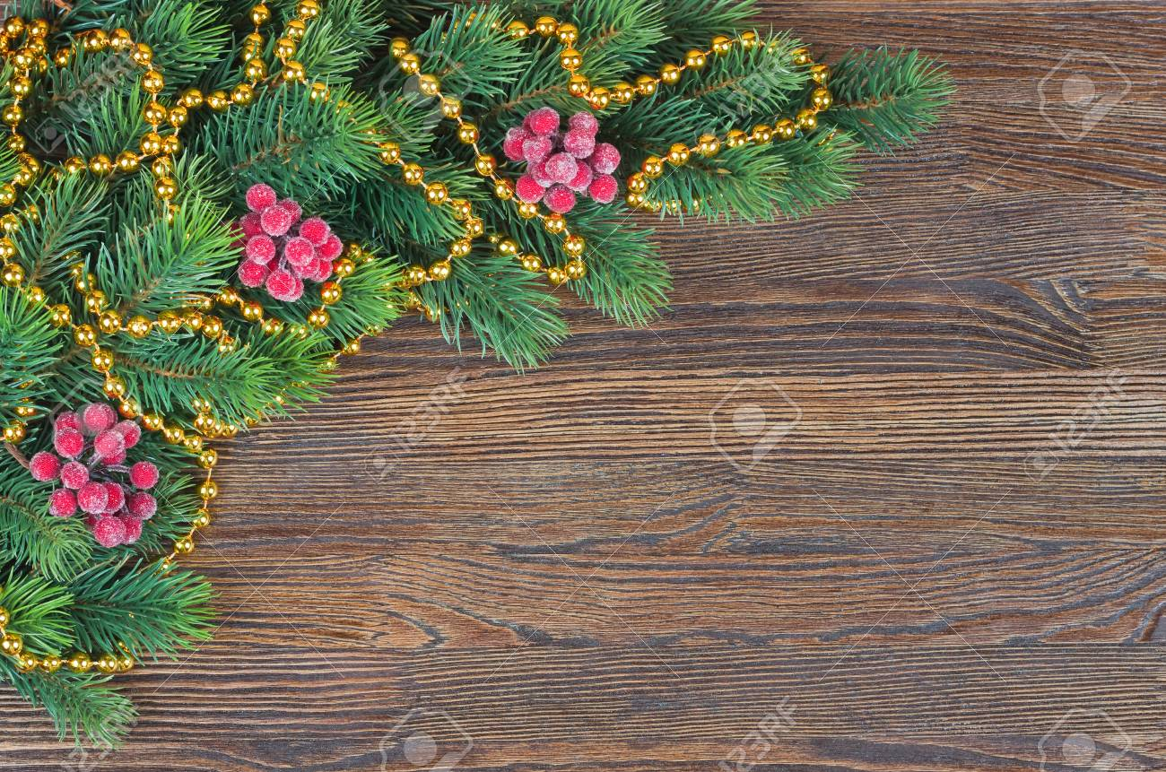 Sapin De Noel Avec Decoration Sur Fond En Bois Marron Vue De Dessus