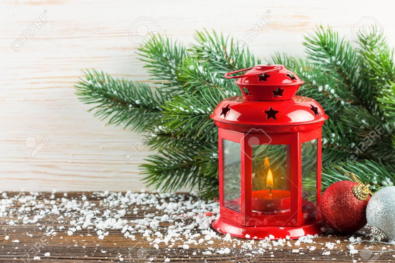 Lanterne Rouge Avec Une Bougie Allum E Et D Coration De Nouvel An