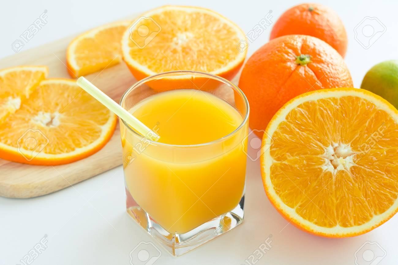 Jus D Orange Agrume Fait Maison A Partir D Orange Mure Pour Un Petit