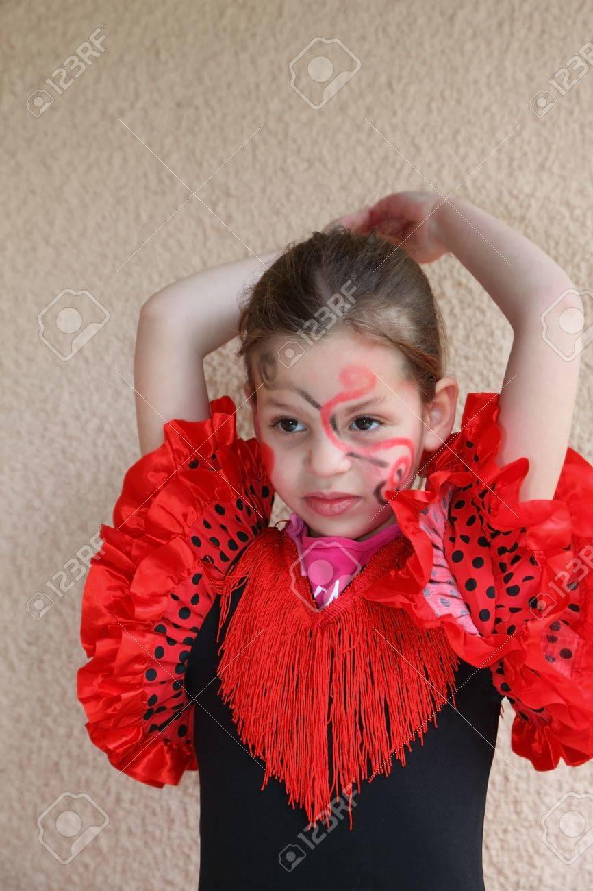 Jolie fille mince avec un flamenco danse spectaculaire maquillage Banque  d\u0027images , 6914034