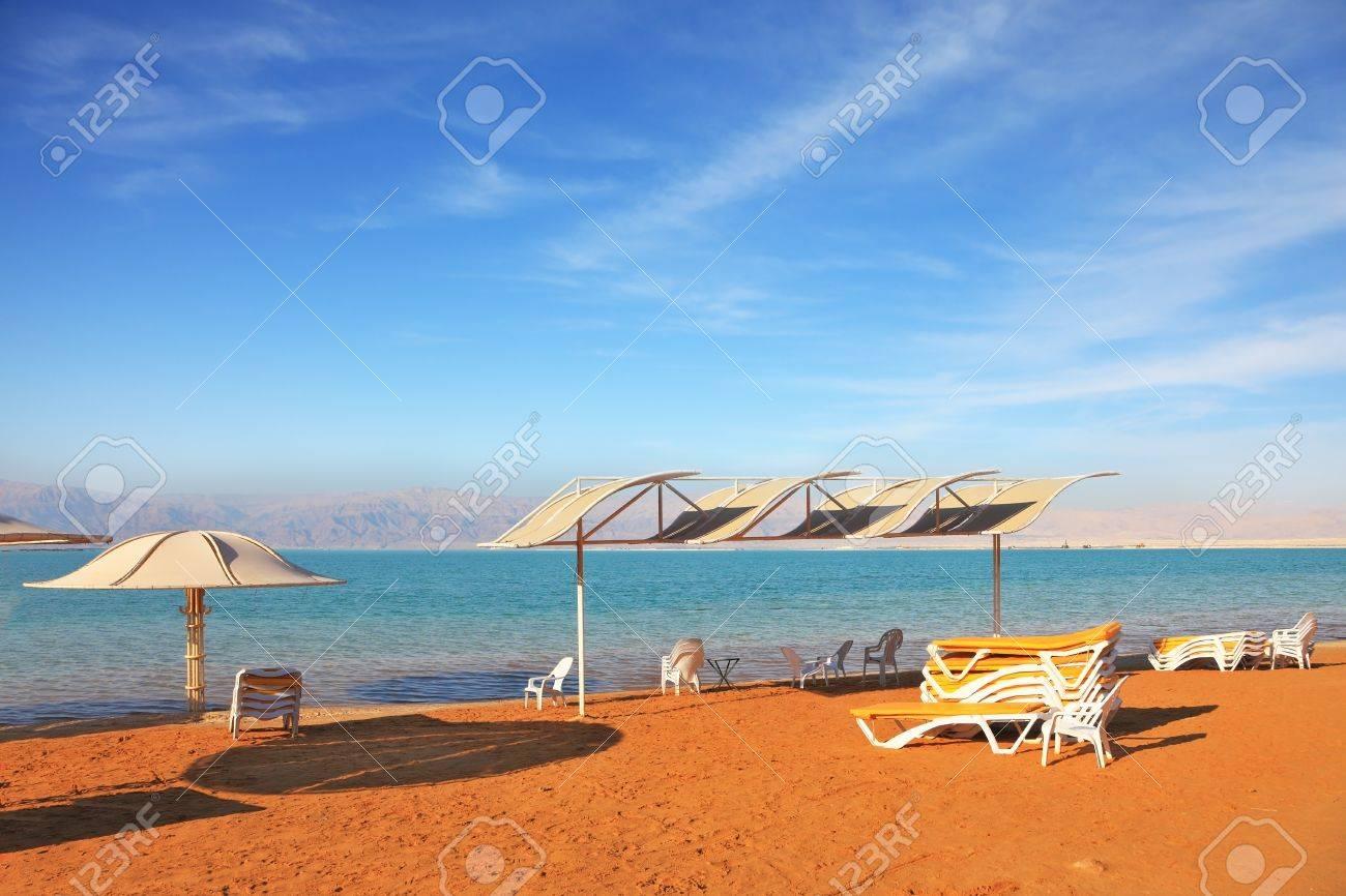 Schöner Sonniger Tag An Einem Strand-Resort Dead Sea, Die ...