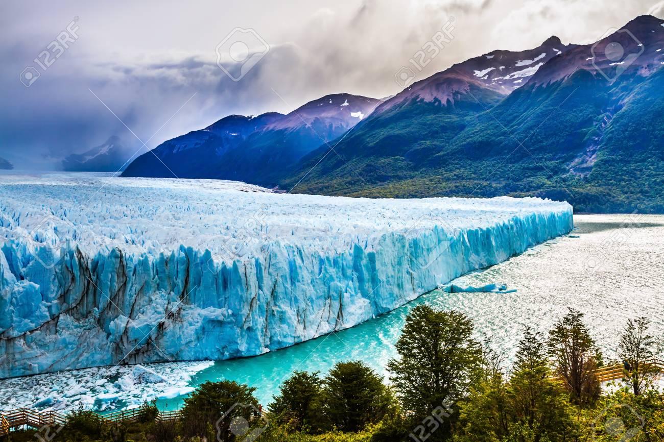 El Fantástico Glaciar Perito Moreno, En La Patagonia. Provincia Argentina  De Santa Cruz, Lago Argentino. El Concepto De Turismo Exótico Y Extremo  Fotos, Retratos, Imágenes Y Fotografía De Archivo Libres De Derecho.